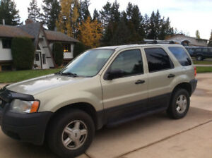 Ford Escape - Low Km - 4x4 - Great Cond with Winter Tires/Rims