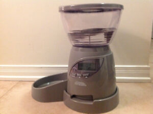 18 cup Petmate programmable dry cat food dispenser