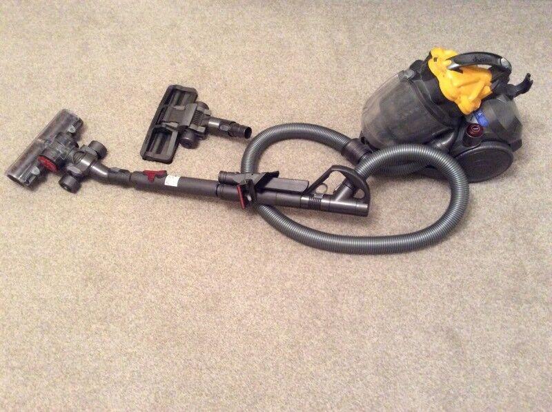 DYSON DC19 cylinder bagless vacuum. Multitool head and turbine brush head. VGC