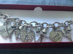 ***Bracelet pour femme de marque Guess (neuf)***