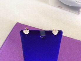 9 ct gold hart earrings set with clear stones Cz