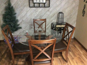 Kitchen glass table and 4 Chairs