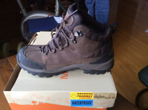 TIMBERLANDS SOREL MERRELL STANLY BOOTS. SIZE 10 BNIB