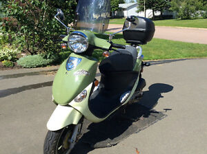 "PGO Metro 125 ""Buddy Scooter"" 125cc Gas Scooter"