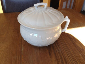 Handled Pot with Lid