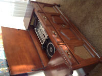 Vintage Stereo Consol - record player, 8-track, cassette & radio
