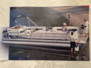 26' Deluxe Pontoon Boat with 90 HP - 4 Stroke Mercury Outboard
