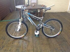 "Pinnacle Cascade 2.0 Full Suspension Mountain Bike ""first £500 takes it"""