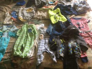 Vêtements bébé garçon, couvertures, bas, toutous...