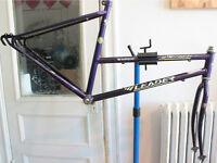 "LEADER : Cadre / frame (18"" = 46 cm) + Fork"