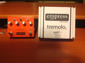 EMPRESS TREMOLO 2 PEDAL BOX & PAPERS (LIKE NEW)