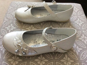 **REDUCED** GIRLS FLOWER SHOES (SIZE 3) $10 - BRAND NEW