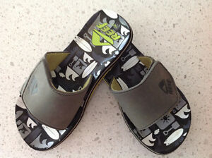 Size 13/1 Reef sandals Kitchener / Waterloo Kitchener Area image 1