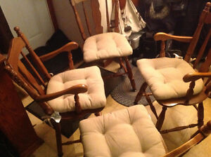 dining chairs 4 solid maple wood set good shape ,only 50 dollars Kitchener / Waterloo Kitchener Area image 10