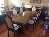 Beautiful vintage oak 9 piece dining room set
