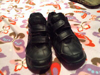 NEW BALANCE YOUTH RUNNING SHOES SIZE 2 BOYS