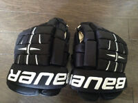 Hockey glove bauer 4 roll pro Mint condition paid over 200 13 in