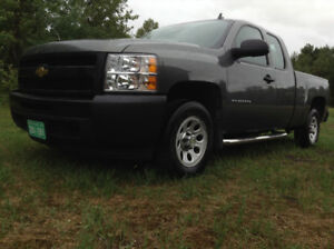 Beautiful 2010 Chevy Silverado 1500 ONLY 51,500Kms