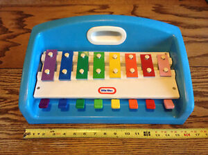 VINTAGE 1985 PIANO XYLOPHONE LITTLE TIKES. COULEUR FLAMBOYANTE