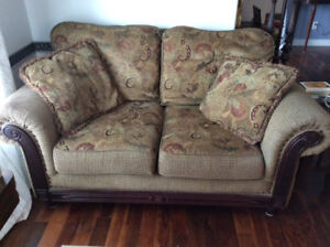 Cozy Traditional Love Seat