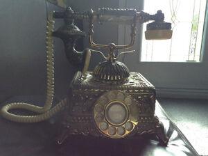 Téléphone ancien Saguenay Saguenay-Lac-Saint-Jean image 1