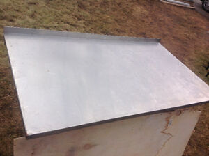 CUSTOM MANUFACTURED STAINLESS STEEL TABLE PLATFORM