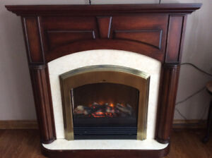 Electric fireplace/mantle