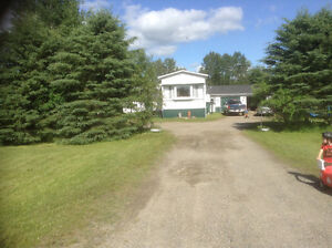 $89,900 IROQUOIS FALLS COUNTRY MOBILEHOME with GARAGE