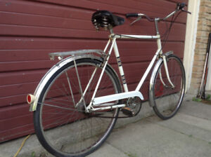 Vintage Commuter Bicycle / 3-Speed !
