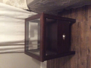 End table/bedside table