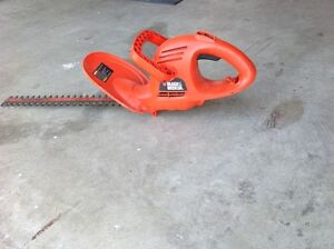 HEDGE TRIMMER, ELECTRIC, BLACK AND DECKER