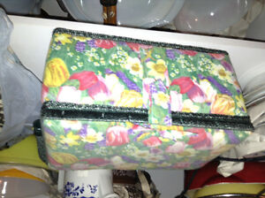 Excellent condition sewing basket with tray for sale