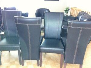 4 chaises pour set a diner en cuir brun  pratiquement neuves