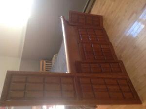 Portes d'armoires en chêne massif.  Motif croix St André.