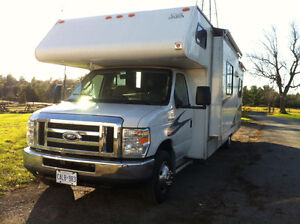 31 ft Motor Home RV, Low KM!!