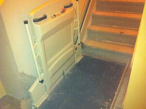 Plate-forme élévatrice inclinée , Wheel chair staircase lift