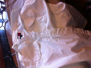 women' tommy hilfilger white top in very nice condiion