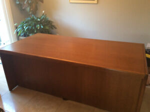 Executive Oak veneer desk & chair