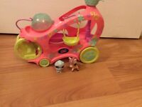 Littlest Pet Shop Travel Bus and 2 animals
