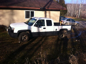Parting out 2003 Chevrolet Silverado 1500 Pickup Truck