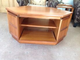 Nathan corner unit redwuced price reduced price £40