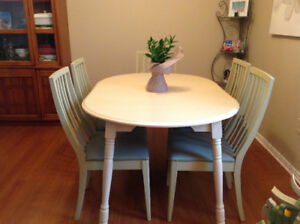 Dining Table and 5 Chairs - moving, must go