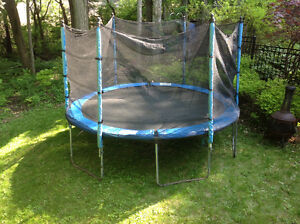 12' trampoline with enclose