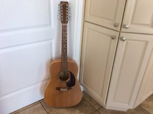 Beautiful Norman Guitar Model B18/12 Cordes Right Handed