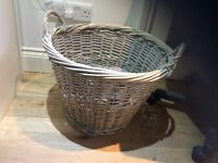 Log wicker basket with 2 handles