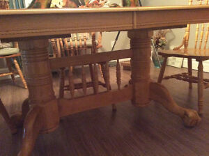 Price Reduced Claw Foot Dining Table Belleville Belleville Area image 9