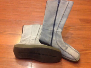 VAGABOND taupe suede boots