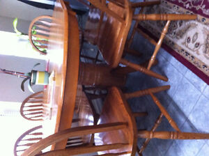 Dining Table & Chairs For Sale (West Abbotsford)