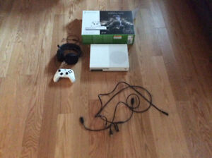 Xbox one with headset (steelseries) and controller