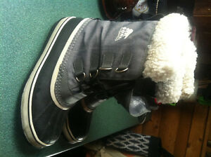 brand new SOREL womens winter boots ---size 9.5